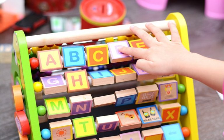 Manfaat Memberikan Mainan Edukasi